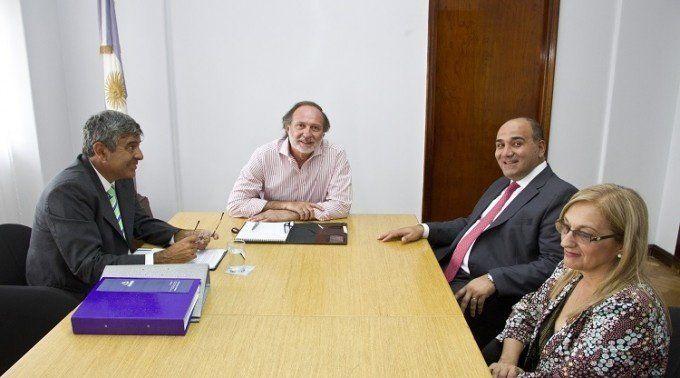 Manzur y su equipo técnico está reunido con el secretario de Obras Públicas de la Nación