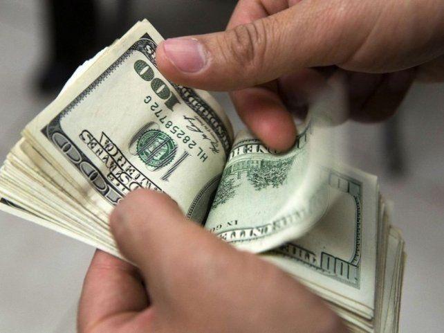 El dólar no frena y marcó otro récord: $15,11