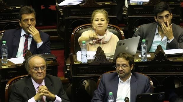 El massismo critica a Macri por advertir que vetaría la ley contra despidos
