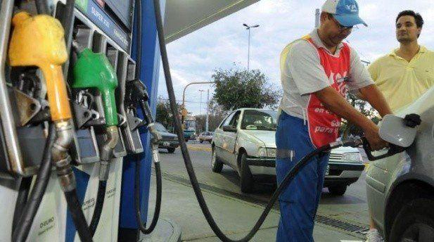 El Gobierno analiza un nuevo aumento de la nafta