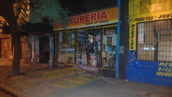 Robaron la caja registradora de una pinturería en avenida Avellaneda