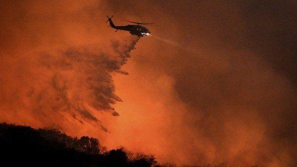 EEUU: miles de evacuados por un intenso incendio