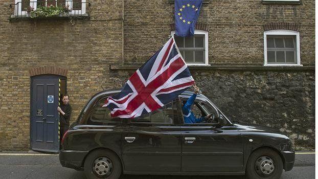 Tras la ajustada victoria del Brexit, Gran Bretaña amaneció más dividida