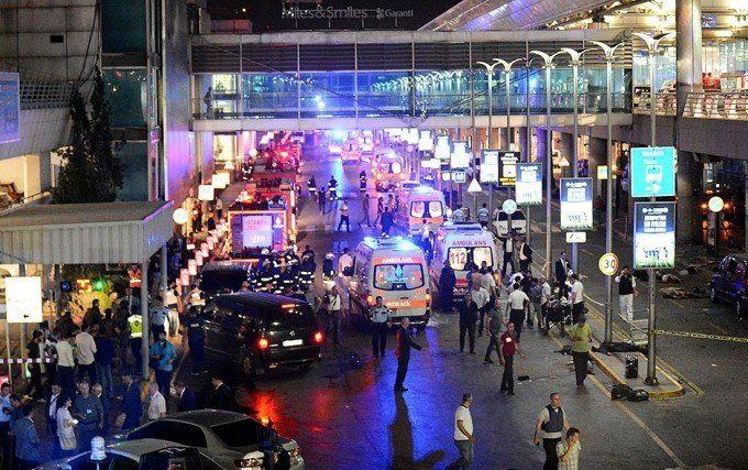 Volvió a operar el aeropuerto de Estambul tras el triple atentado que dejó 39 muertos
