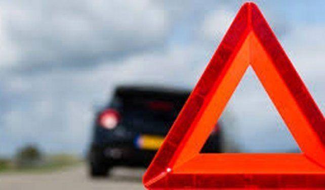 ¿Cómo detener un auto al costado de la ruta con seguridad?