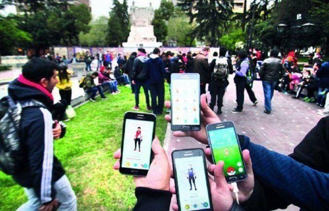 Insólito: piden enchufes en plazas por el Pokémon Go