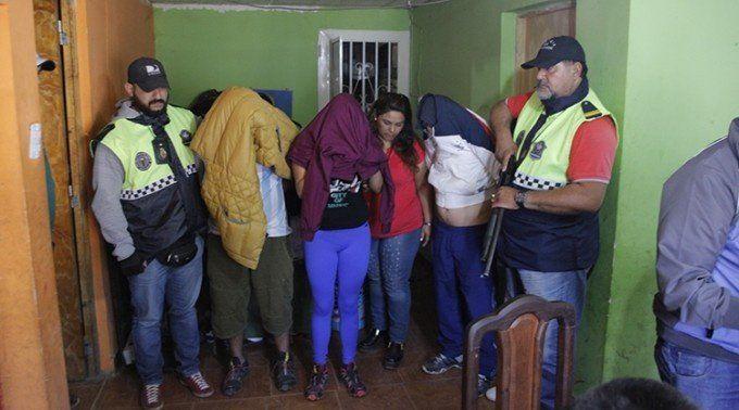 Dos detenidas con armas, joyas, dinero y drogas en Villa Cabildo