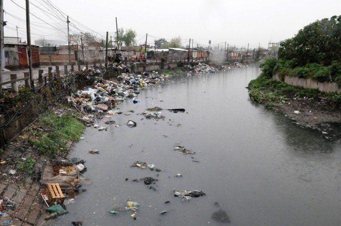 Ahora niegan haber encontrado ocho cadáveres en el arroyo de Quilmes