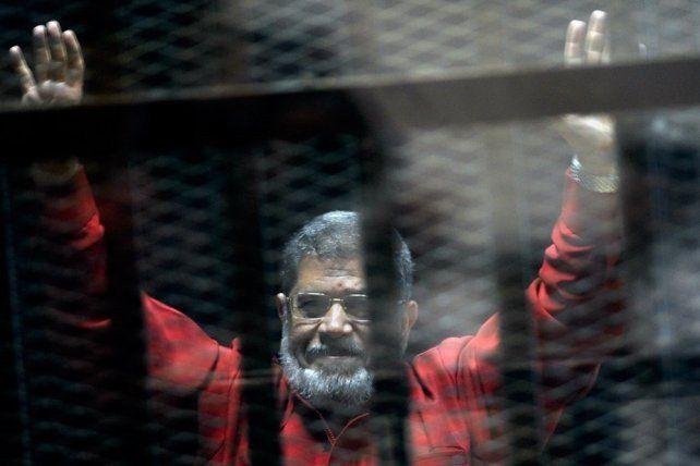Una corte egipcia revocó la cadena perpetua del expresidente Morsi