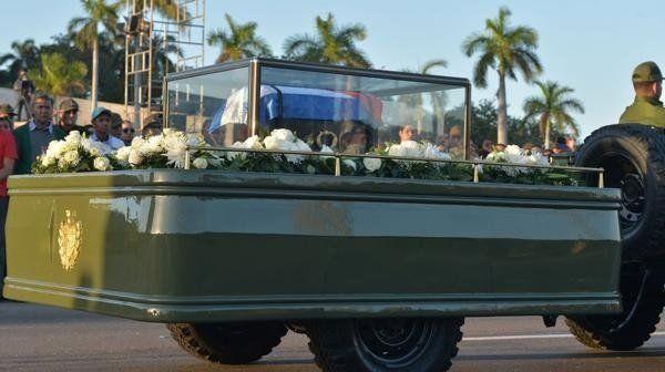Se inició la caravana que recorrerá Cuba con las cenizas del ex dictador Fidel Castro