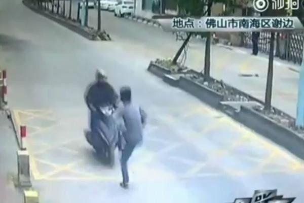 Quiso robar un iPhone y se topó con un camionero maestro de kung-fu