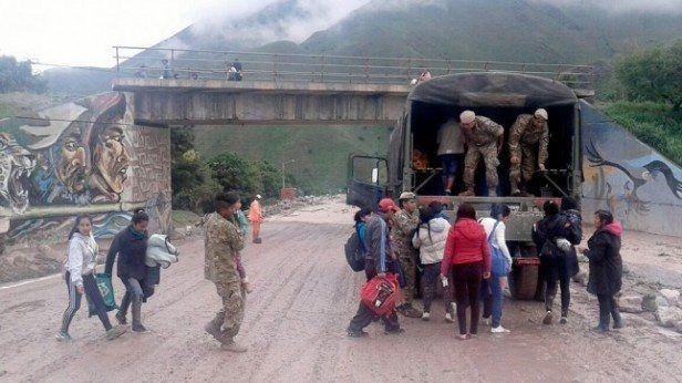 Comienzan a regresar a sus casas los pobladores afectados por el alud en Jujuy
