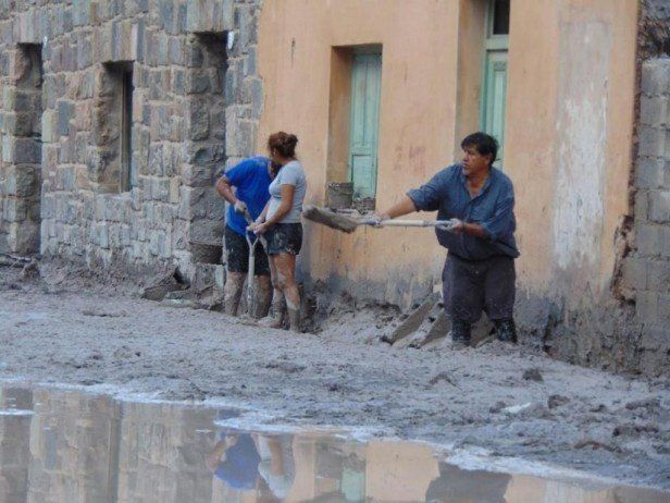 Jujuy: Siguen de sol a sol con la ardua limpieza