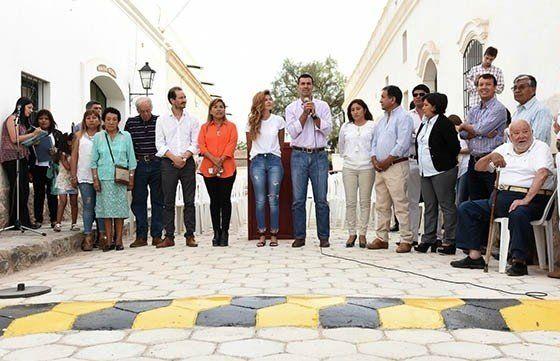 Insólito: Urtubey inauguró una calle de adoquines y lomo de burro