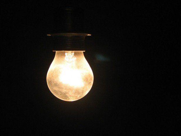 Desde mañana tarifazo de luz, prepagas y peajes