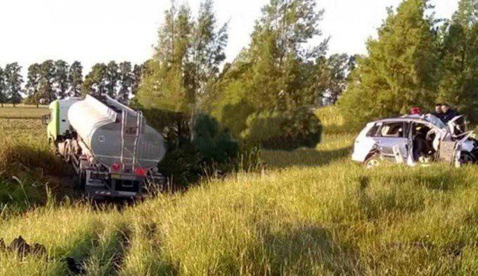 Murió una familia en violento choque contra camión cisterna