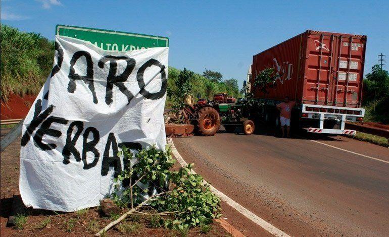 Yerbatazo en Plaza de Mayo: productores regalan 30 mil kilos de yerba