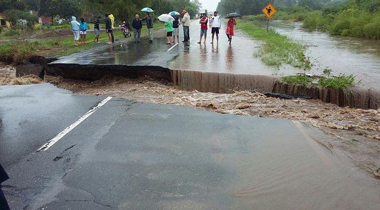 Vecinos de siete barrios de Alberdi fueron evacuados por las lluvias