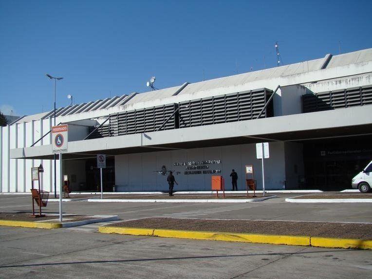 Gestionan el permiso para que taxistas trabajen en el aeropuerto de Las Termas