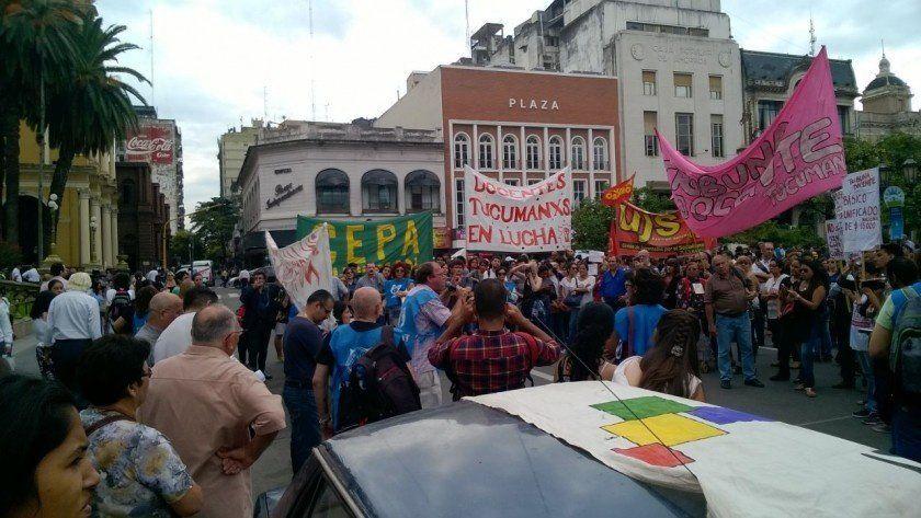Protesta docente en plaza Independencia