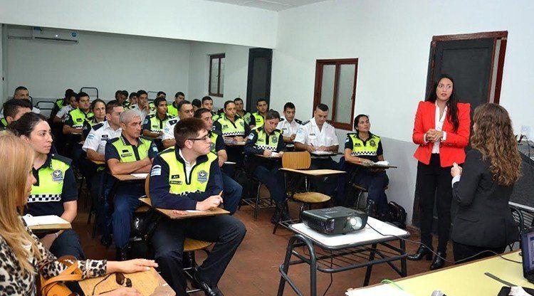Capacitan a policías para resolución pacífica de conflictos