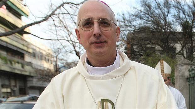 Francisco designó a monseñor Olivera como nuevo obispo castrense