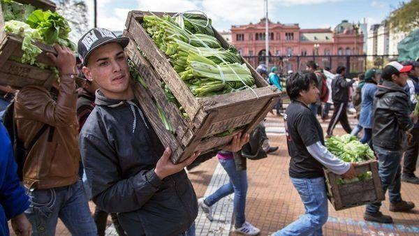 Nuevo verdurazo en la Plaza de Mayo: regalarán 20 mil kilos de alimentos