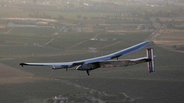 Un nuevo avión solar completó su primer vuelo