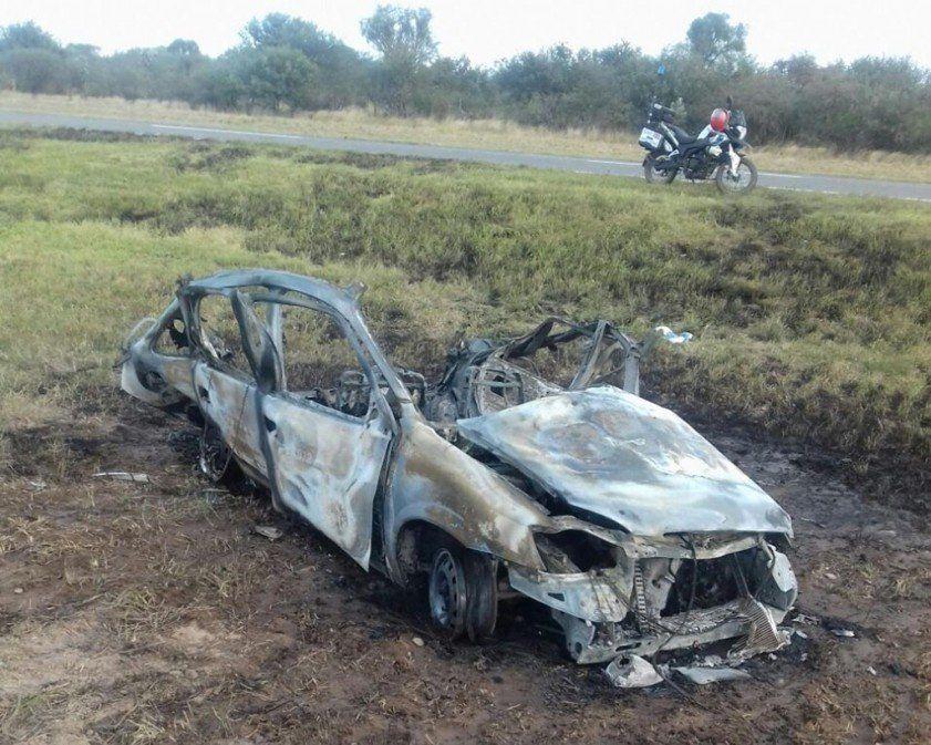 Un taxi de Tucumán se incendió en la ruta 9, entre Las Termas y Santiago del Estero