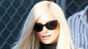 La impactante transformación de Penélope Cruz en Donatella Versace