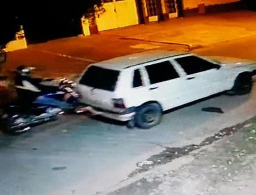 Recuperan auto que robaron empujado con una moto
