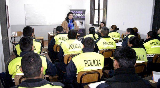 Capacitan a policías para prevenir la violencia doméstica