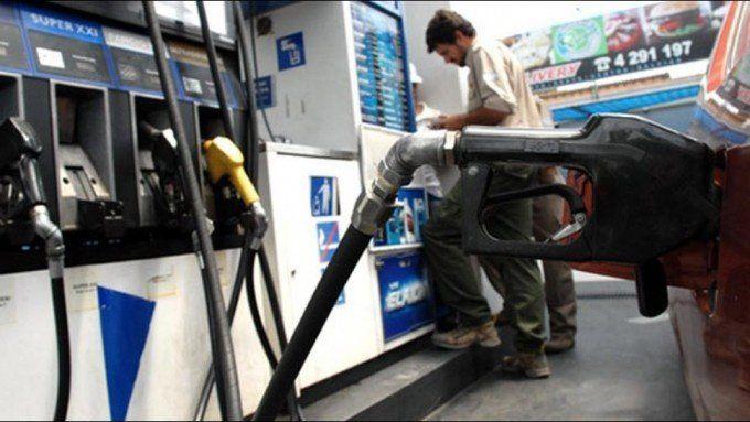 El precio de la nafta podría aumentar en julio hasta un 3%