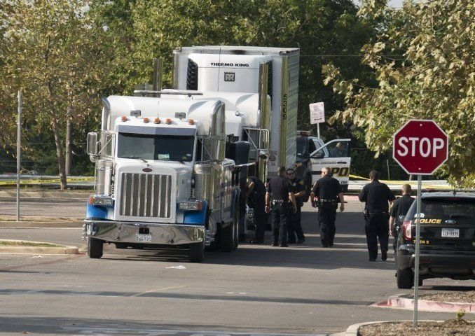 Las 10 víctimas de trata se turnaban para respirar por un hueco del camión
