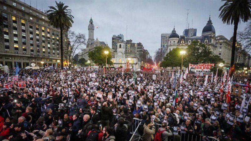 Masiva marcha en Plaza de Mayo para reclamar la aparición de Santiago Maldonado