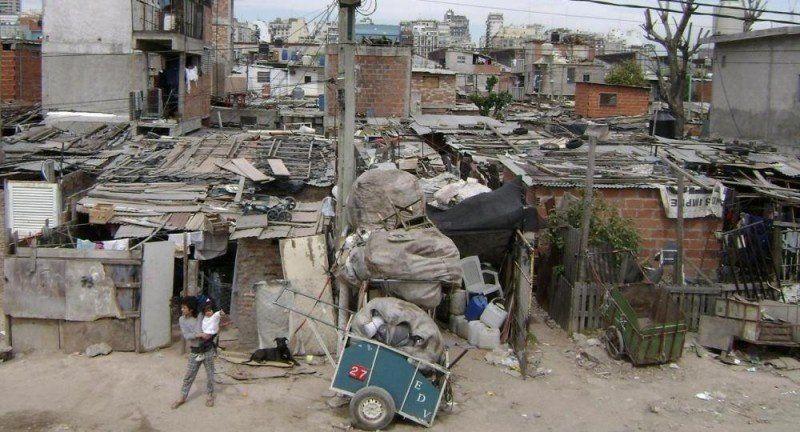 Según el INDEC, la pobreza bajó al 28,6% en el primer semestre