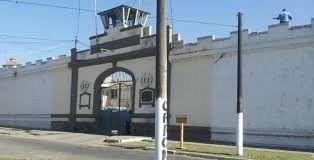 Fue a visitar a un interno en Villa Urquiza y quedó detenida