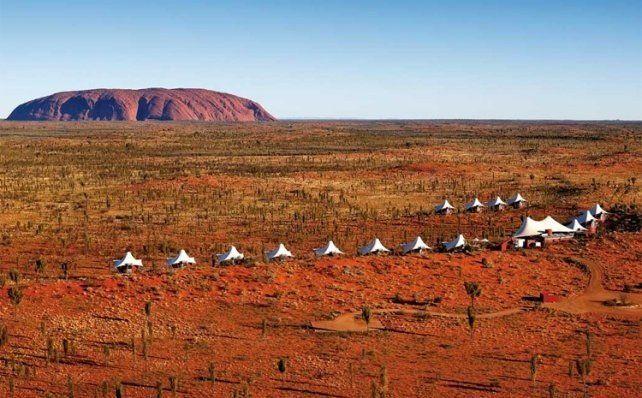 Hartos de los turistas, prohíben escalar la roca gigante Uluru en Australia