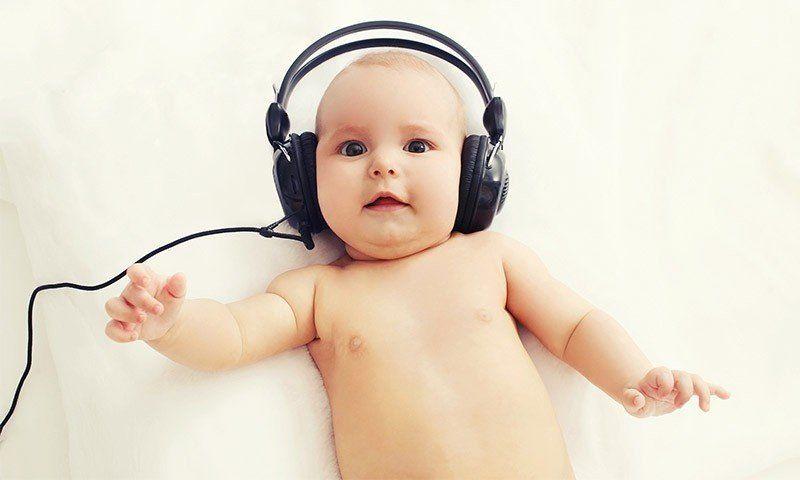 La música es mejor estimulación para los bebés de menos de seis meses