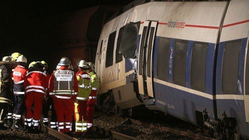 Al menos 50 heridos por choque de trenes en Alemania