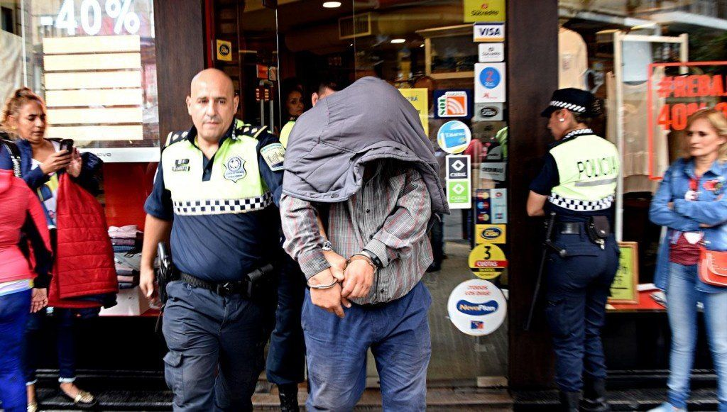 Detuvieron a un supuesto mechero en un negocio de 25 de Mayo y Mendoza