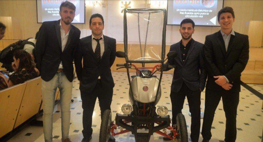Estudiantes argentinos crearon un vehículo eléctrico de tres ruedas sustentable