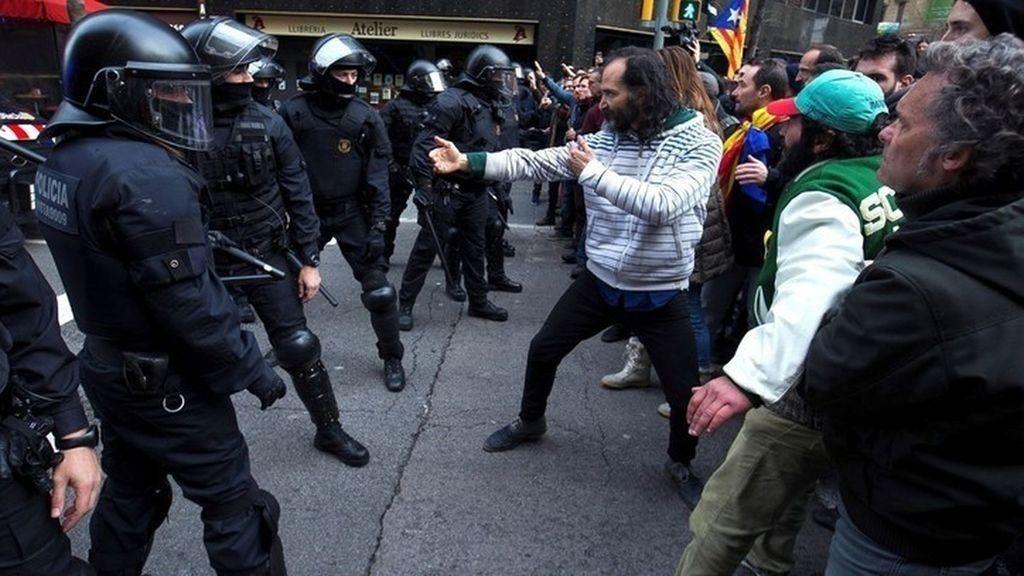 Disturbios en la marcha contra la detención de Carles Puidegmont