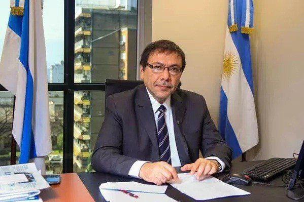 El legislador Valdéz ve positivo el pago obligatorio con débito