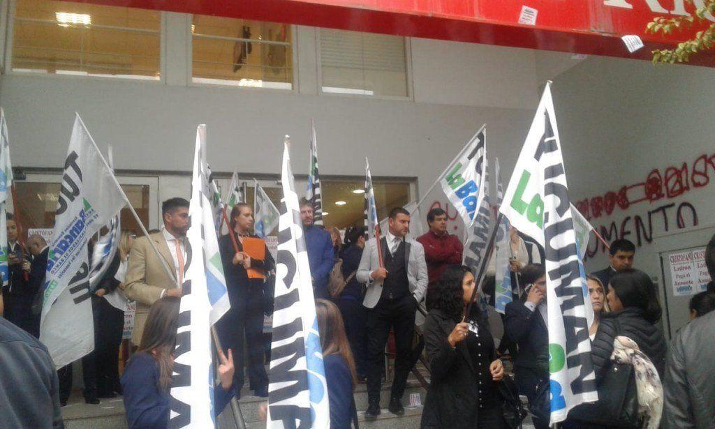 Protesta y paro en las sucursales del Banco Santander Río