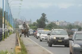 Accidente en el puente Barros entre un colectivo y una motocicleta