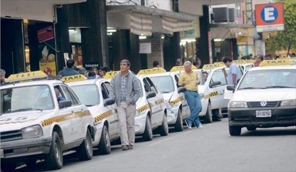 Peones de taxis manifiestan su apoyo al proyecto presentado por Bussi