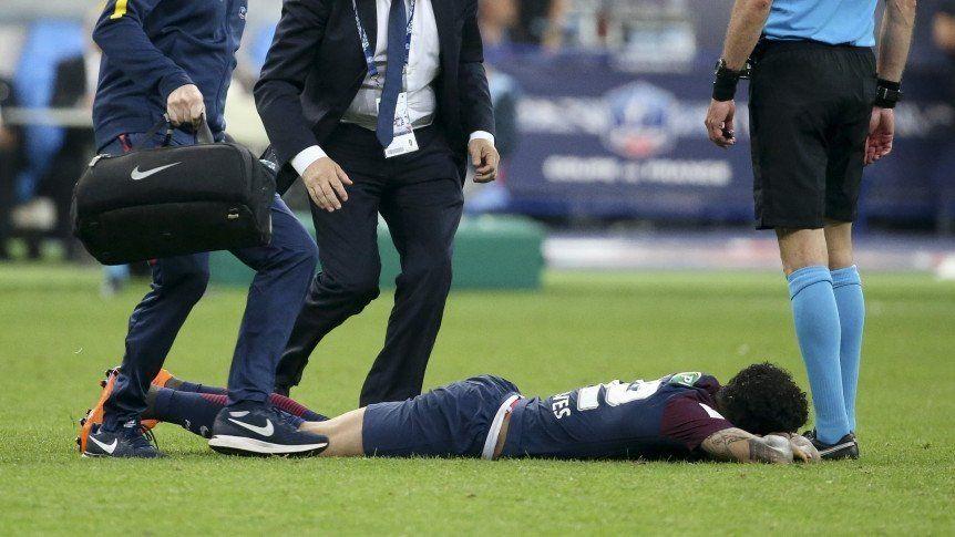 El parte médico del PSG confirmó que el mundial peligra para Dani Alves