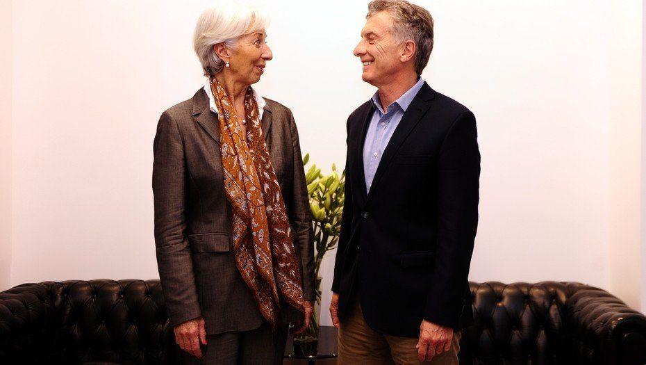 El FMI había sugerido simplificar despidos y aumento de ganancias en 2017