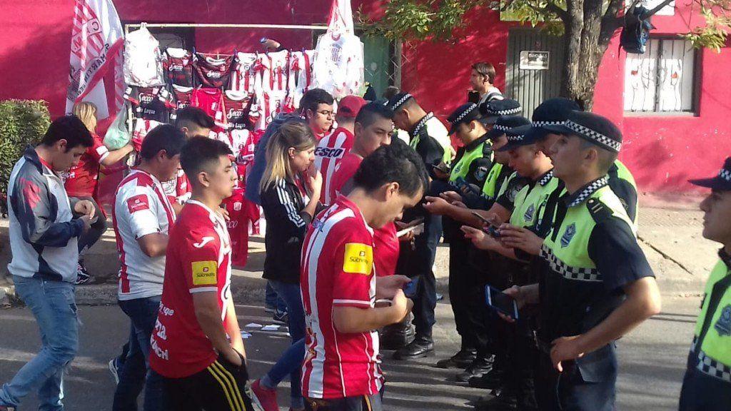 Fueron a ver a San Martín y quedaron detenidos